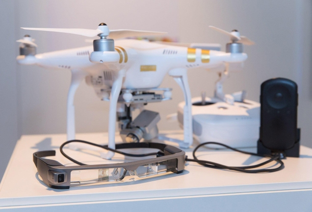 drone-dji-con-smartglass-moverio-bt300-300dpi-15cm